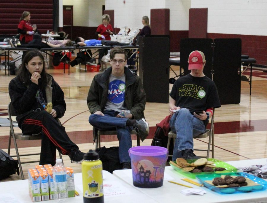 After donating blood students hung out in the recovery area for a while enjoying beverages and snacks to replenish their energy.