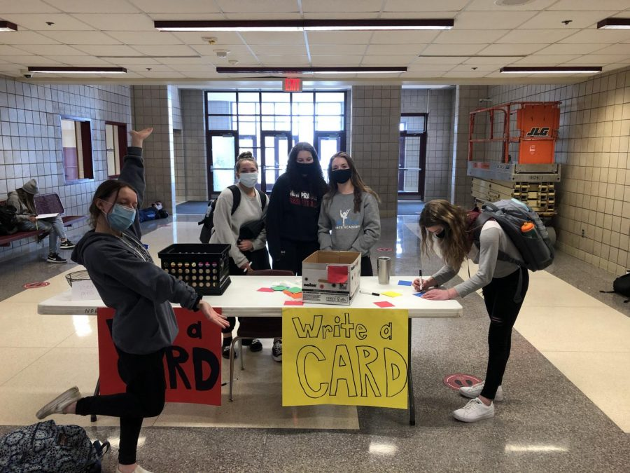 Student Council encouraged students to spread cheer by writing positive notes to others.